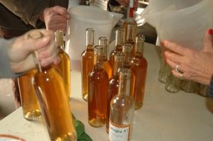 nettoyage de chaque bouteille